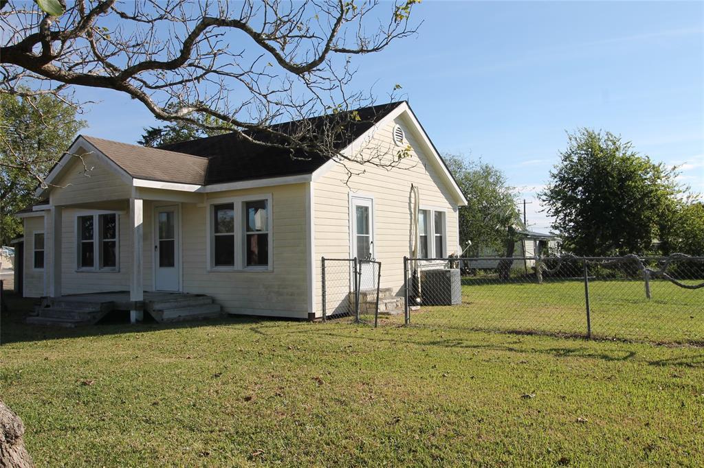 101 S Main Street, Seadrift, TX 77983