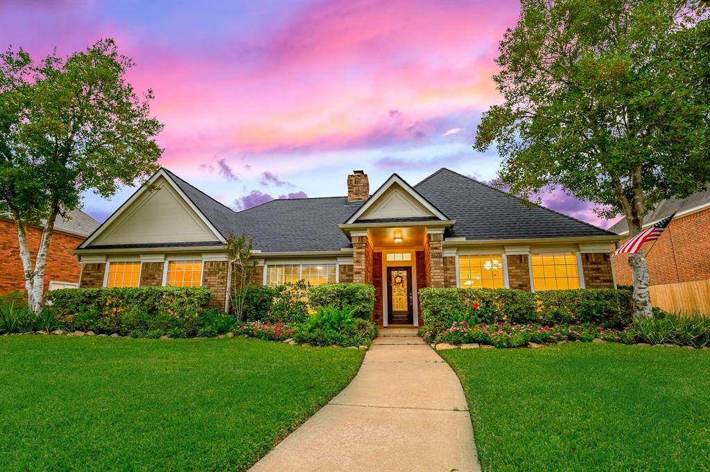 """GREAT LOCATION IN SUGARLAND CLOSE TO HWY 59/HWY 6 EASY TO GET TO MEDICAL CENTER AND DOWNTOWN.SOME OF THE MOST TOP RATED SCHOOLS IN TEXAS, ZONED TO COMMONWEALTH ELEMENTARY.THIS WELL MAINTAINED HOUSE HAS BEEEN 'UPDATED FOR THE NEW BUYER.OPEN FLOOR PLAN/SPLIT WITH HI CEILING. KITCHEN IS LARGE WITH,QUARTZ COUNTER ,TILE BACK SPLASH,TILE FLOORING.ISLAND,LOTS OF COUNTER SPACE ,NEW UNDER MOUNT  SINK,CAN LIGHTING,FRESH PAINT, NATURAL LIGHT,FAUX BLINDS ,BREAKFAST AREA OVER LOOKING BACKYARD POOLFORMAL LIVING,DEN WITH COZY FIREPLACE WITH MANTLE  OPENS TO BACKYARD POOL. LARGE MASTER BEDROOM AND BATH WITH DOUBLE SINKS QUARTSZ  COUNTER TOP, LARGE TUB WITH NEW UPDATED WALK IN SHOWER, HIGH CEILING,LARGE CLOSET ,TILE FLOORING .PRIVATE STUDY OFF MASTER BEDROOM WITH CUSTOM BULT IN CABINETS.NEW ROOF,NEW AC/NEST CONT, NEW PAINT INSIDE/ OUT, NEW TILE FLOORING IN WET AREAS, WOOD FLOORING IN BEDROOMS """"NO CARPET"""" PRIVATE POOL AND DETACHED GARAGE PERFECT FOR MAN CAVE. CLOSE TO SWEETWATER GOLF.CALL FOR A VIEWING."""