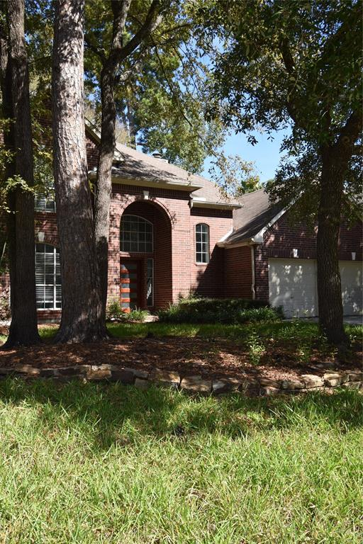 Looking for privacy with a country feel come see this amazing house.Awesome 2 story entry, Corian countertops with Island. Beautiful firplace and lots of upgrades.  Large trees that provide natural shade, over size back yard with a patio off back door. Check it out!