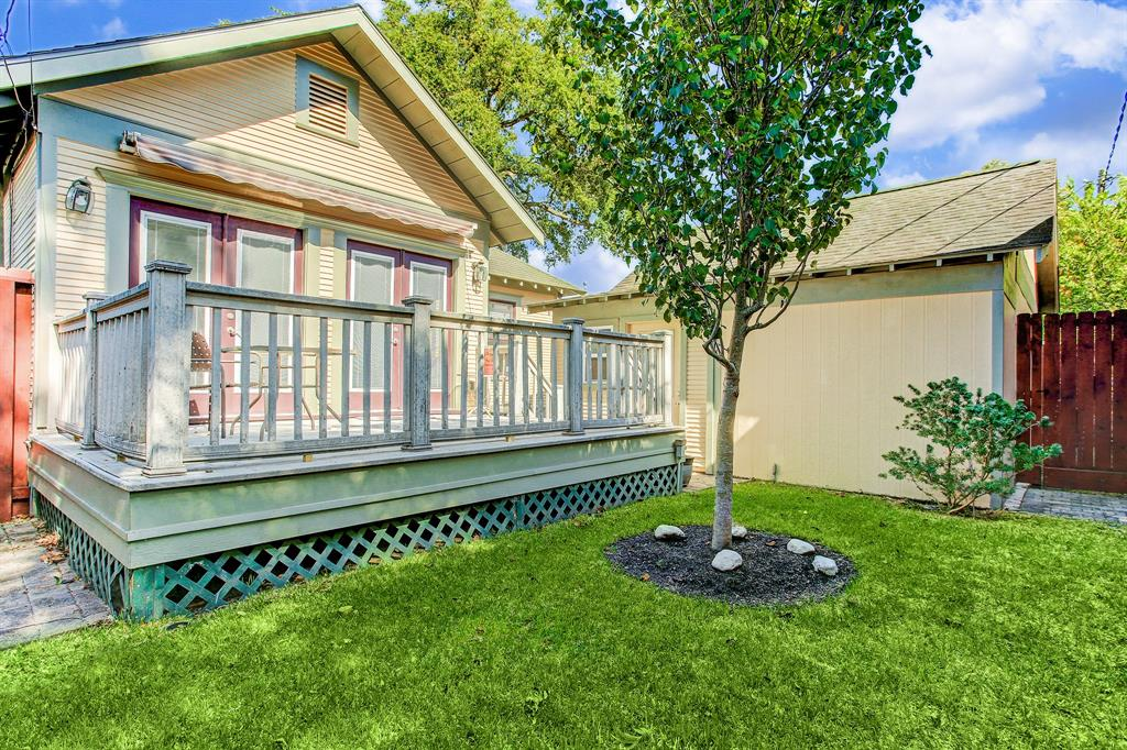 This adorable bungalow is complete with a fully fenced back yard!