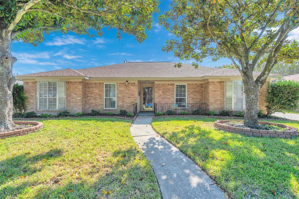8415 Twin Hills Drive, Houston, TX 77071