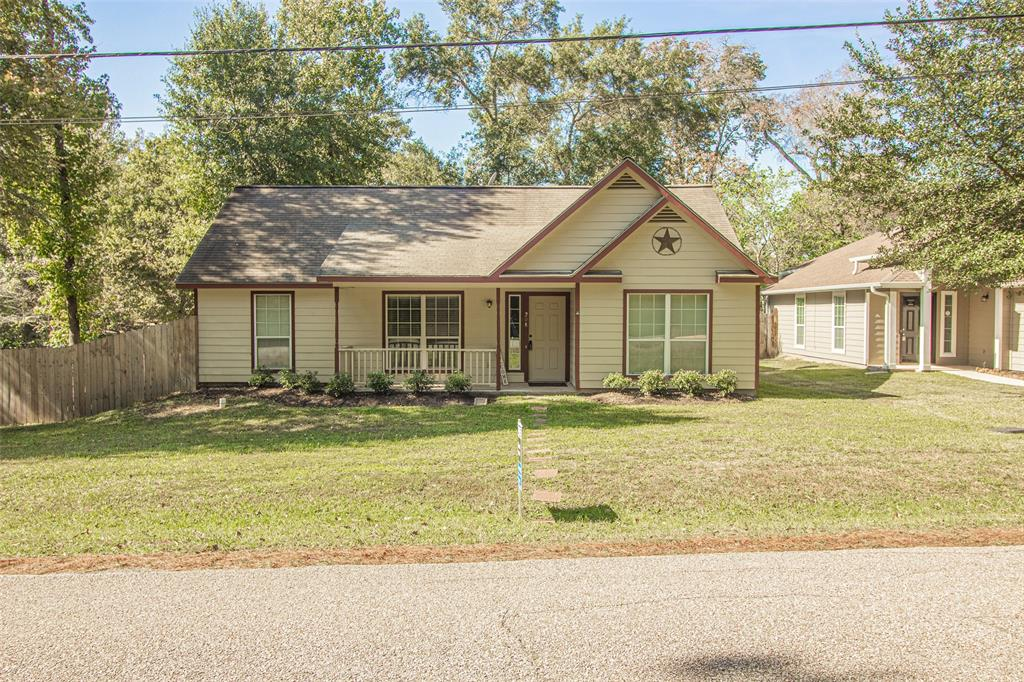 HARD TO FIND newer, single story, well maintained home in MISD near Lake Conroe for under 175k! You won't find many of these opportunities in the Lake Conroe and MISD area so jump on this one quick! This cute 2004 home sits on a corner lot with LOTS of space in front and back. The home is well cared for and has the essentials you need with 3 bedrooms, 2 bathrooms, living, kitchen/dining and nice features such as vaulted ceilings, split floor plan, and stainless steel appliances. You have a very nice covered front porch and a deck out back as well. Seller installed a new fence in 2018 for a nice backyard space to enjoy. You are RIGHT DOWN THE STREET FROM LAKE CONROE! There is a community boat launch so you can launch your boat quickly and easily and be on the lake in minutes to fish, ski, and waste the day away on Lake Conroe. You are minutes from dining and shopping as well! The home is in the highly sought after and acclaimed MISD making this a great home for families with kids.