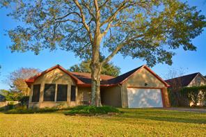 807 Forest Oaks Lane, Pearland, TX 77584