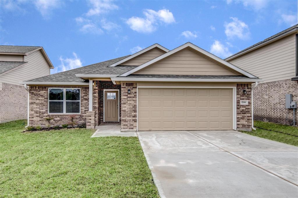 1706 Avenue J, Danbury, TX 77534