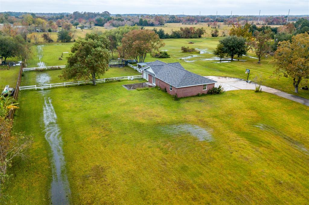 10181 Laurie Lane, Highlands, TX 77562