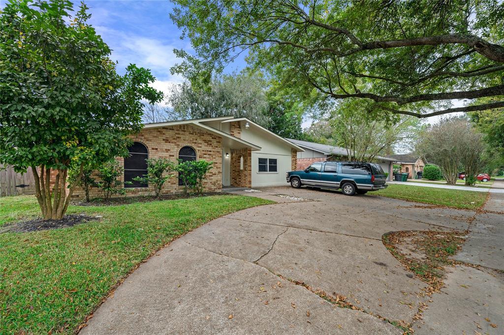 6123 W Ridgecreek Drive, Houston, TX 77053
