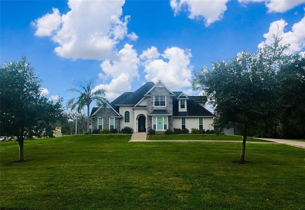 2218 Oakwood Drive, Lake Jackson, TX 77566