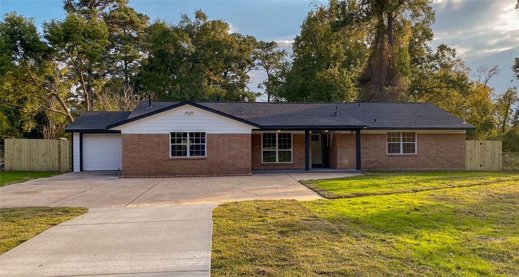 1327 Clear Lake Road, Highlands, TX 77562