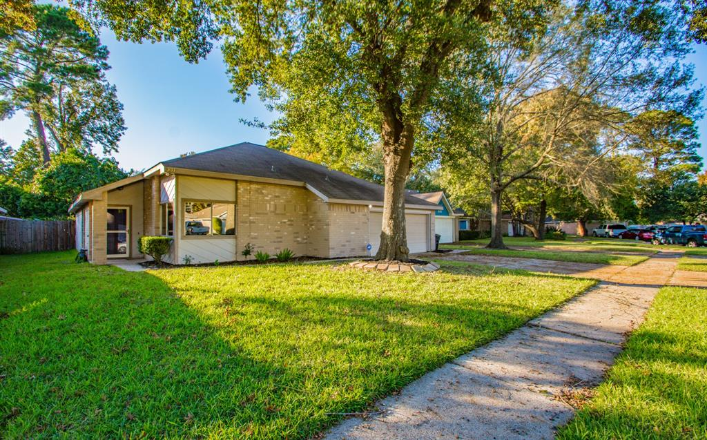 331 Brompton Court, Highlands, TX 77562