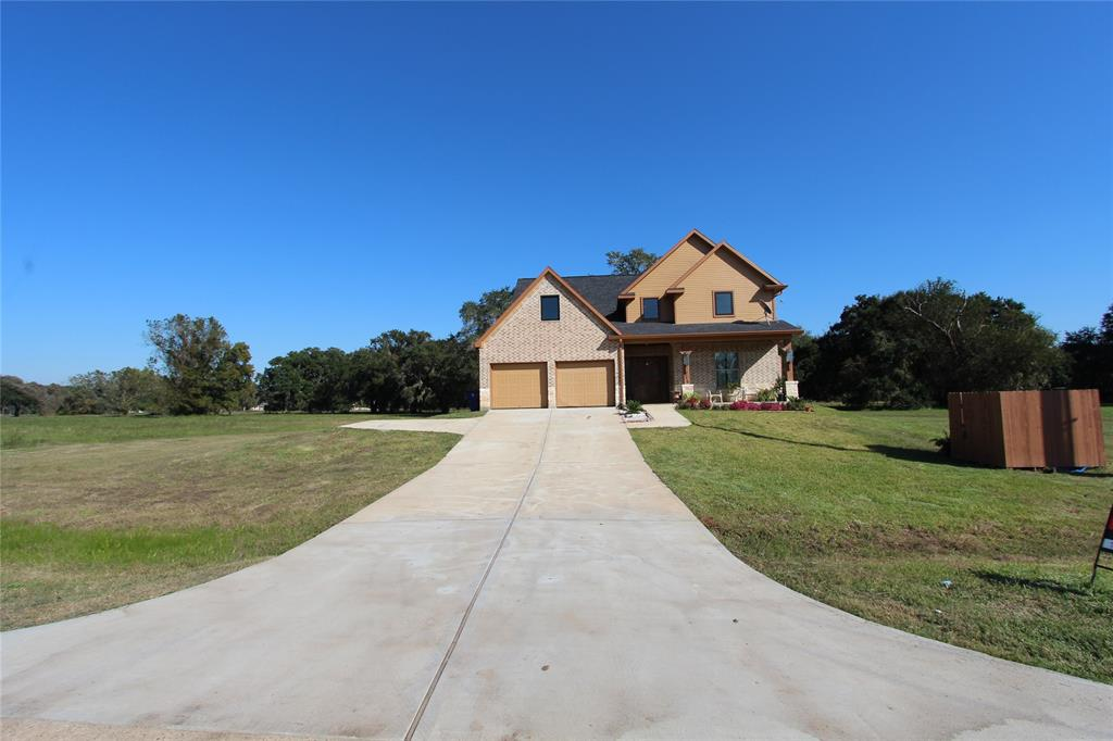 215 Pony Trail, Angleton, TX 77515