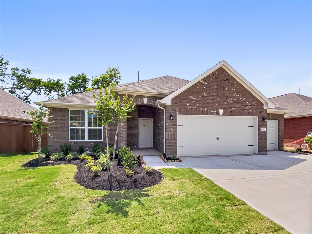 405 Bentwood Way, Clute, TX 77531