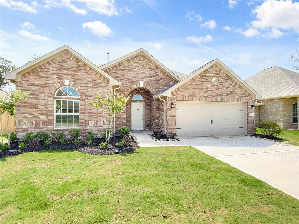 409 Bentwood Way, Clute, TX 77531