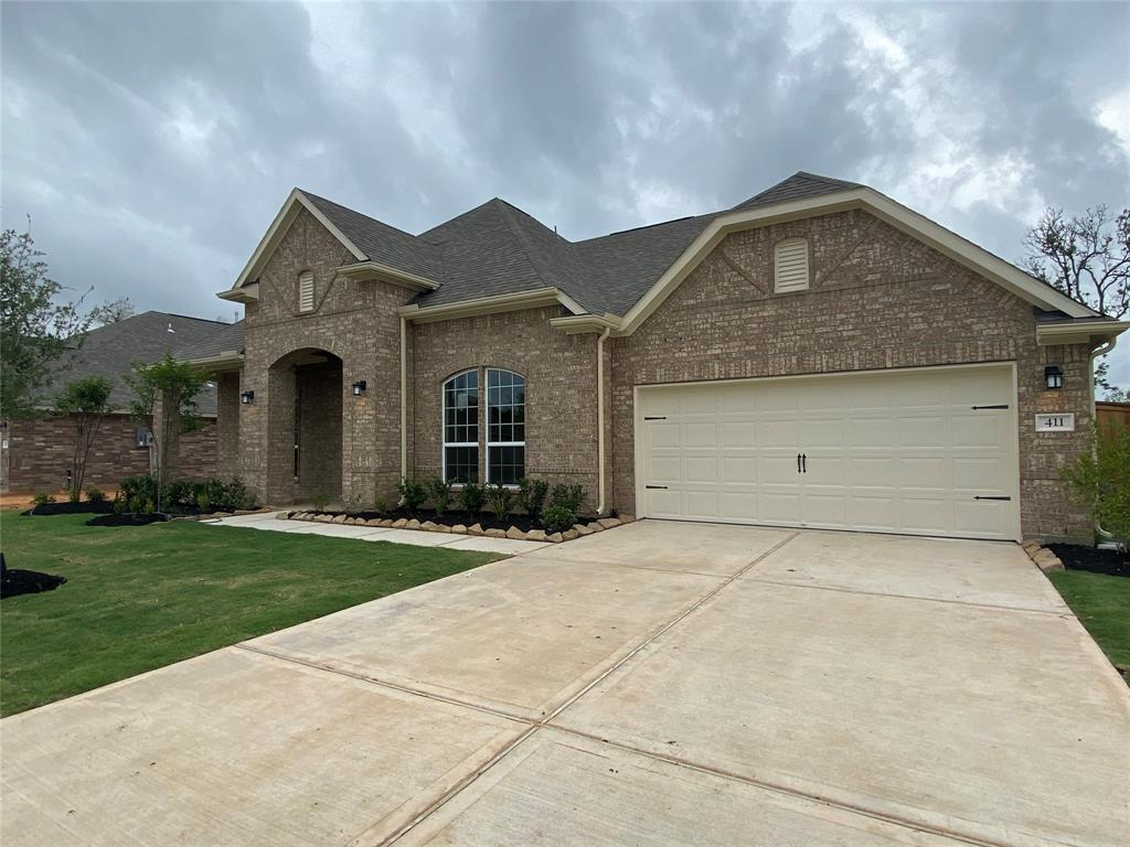 411 Bentwood Way, Clute, TX 77531
