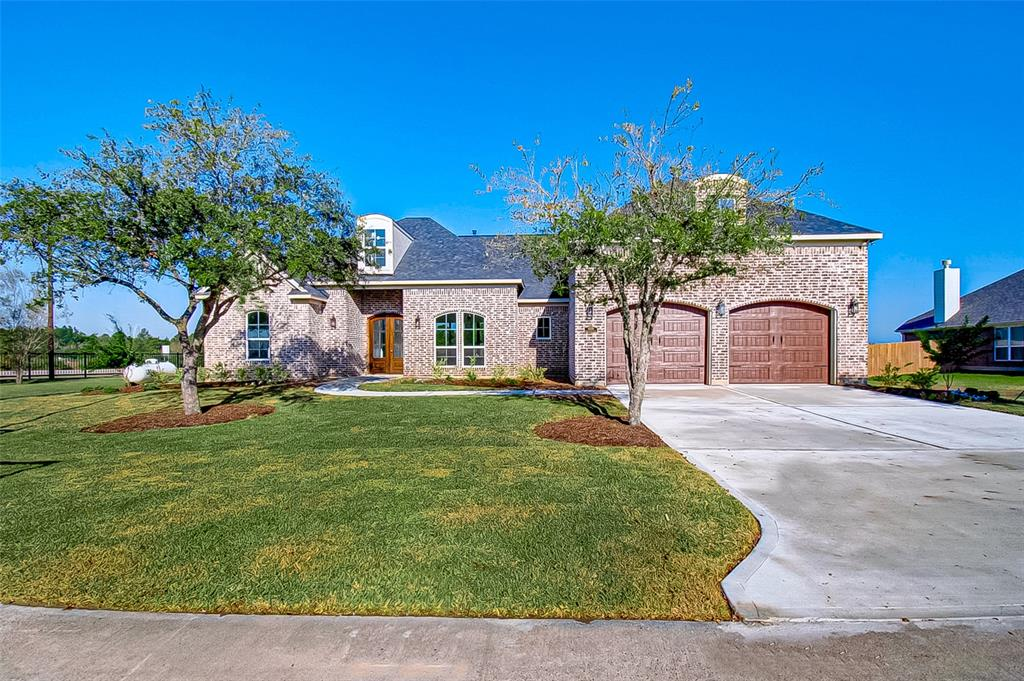 11215 Kings Point Boulevard, Mont Belvieu, TX 77580