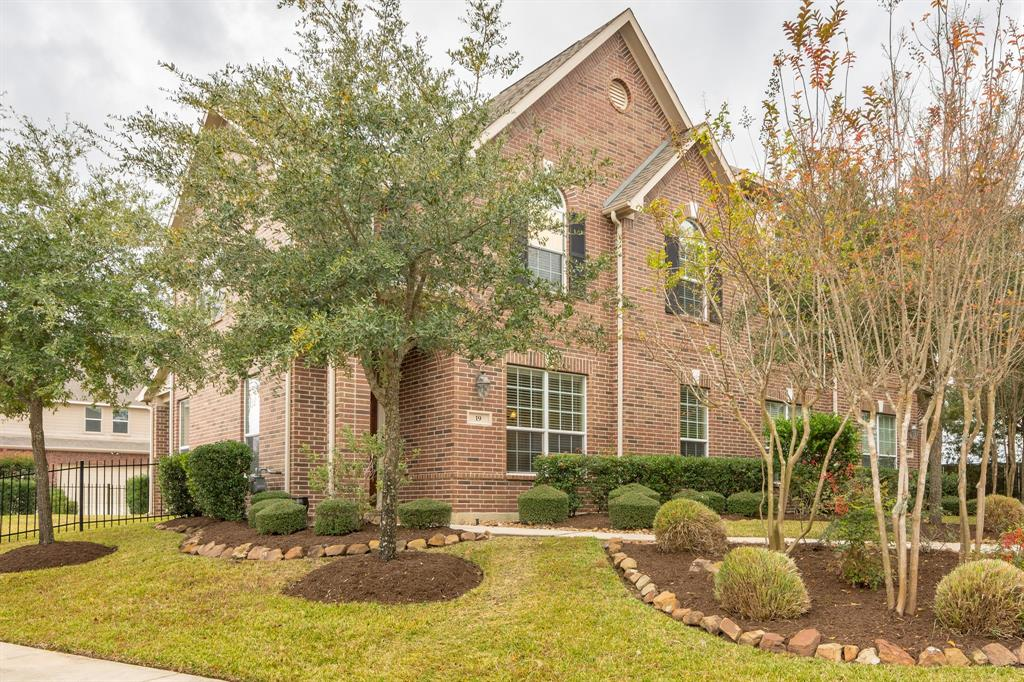 Stunning brick townhome in lovely secluded pocket of The Woodlands. Close to schools, shopping, medical. Move in condition with lots of upgrades: Tile, granite, stainless steel appliances. Fresh carpet and paint. Covered patio with side yard.