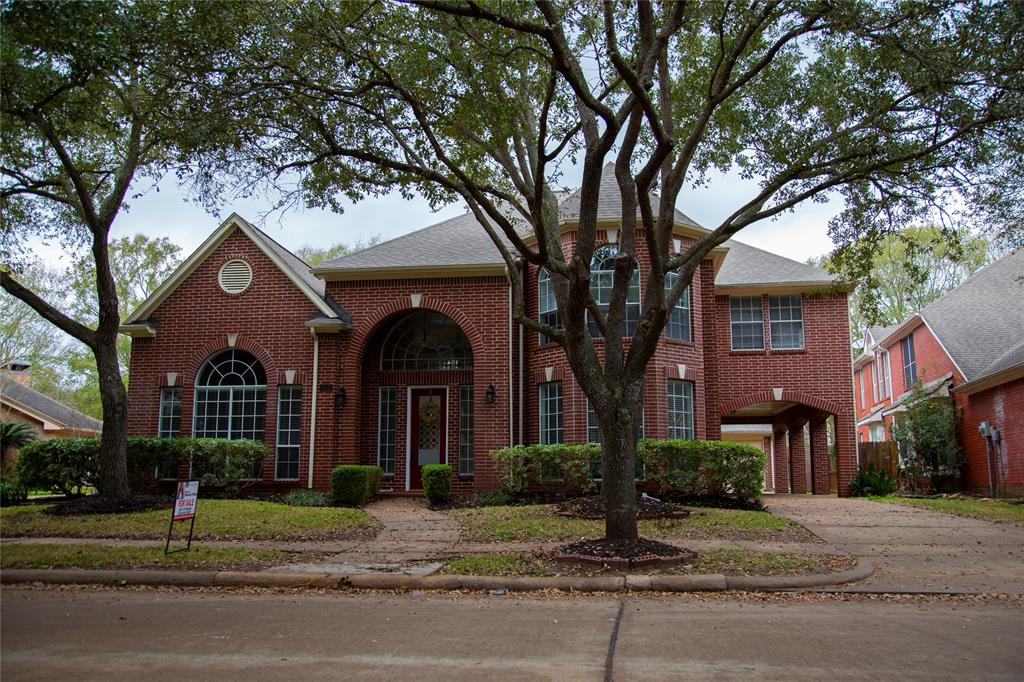 Spacious 5 bedroom / 4 Bath home in heart of Sugar Land in the prestigious community of New Territory.  The home features beautiful double door, high ceiling and marble tiles.  Two story family room, kitchen with island, downstairs study and two masters (downstairs and upstairs).  Upstairs has a huge game room, 3 bedrooms and 2 bathrooms.  The backyard features mature trees and a big yard.