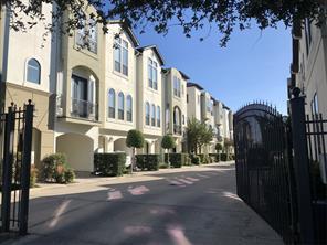 3105 Fairdale Oaks, Houston TX 77057