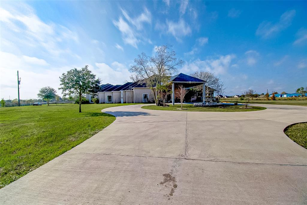 BIG HOUSE WITH AN AMAZING LOT with the opportunity to make it your own! This property sits on 3.3 acres of land. If you like nature and a big space, THIS IS YOUR HOUSE! Motivated Sellers.
