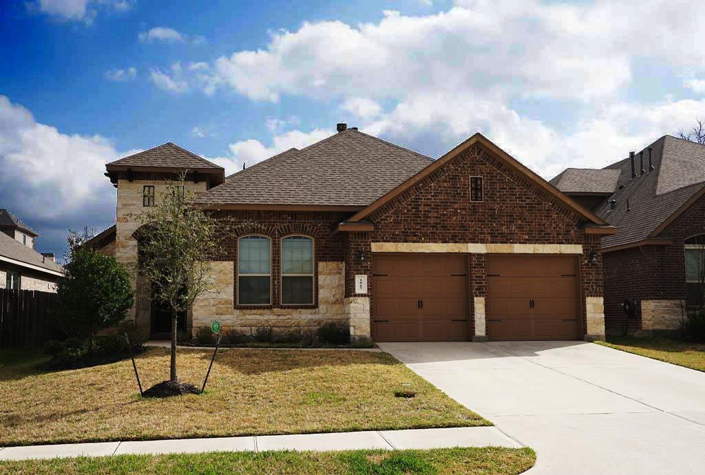 Lovely upgraded one story home nestled on a quiet cul-de-sac . 4 large bedrooms. Large island kitchen, granite counter tops, breakfast bar, covered patio, low maintenance back yard. Easy access to I-45, Woodlands schools, walk to park and water.  Ready to move in!
