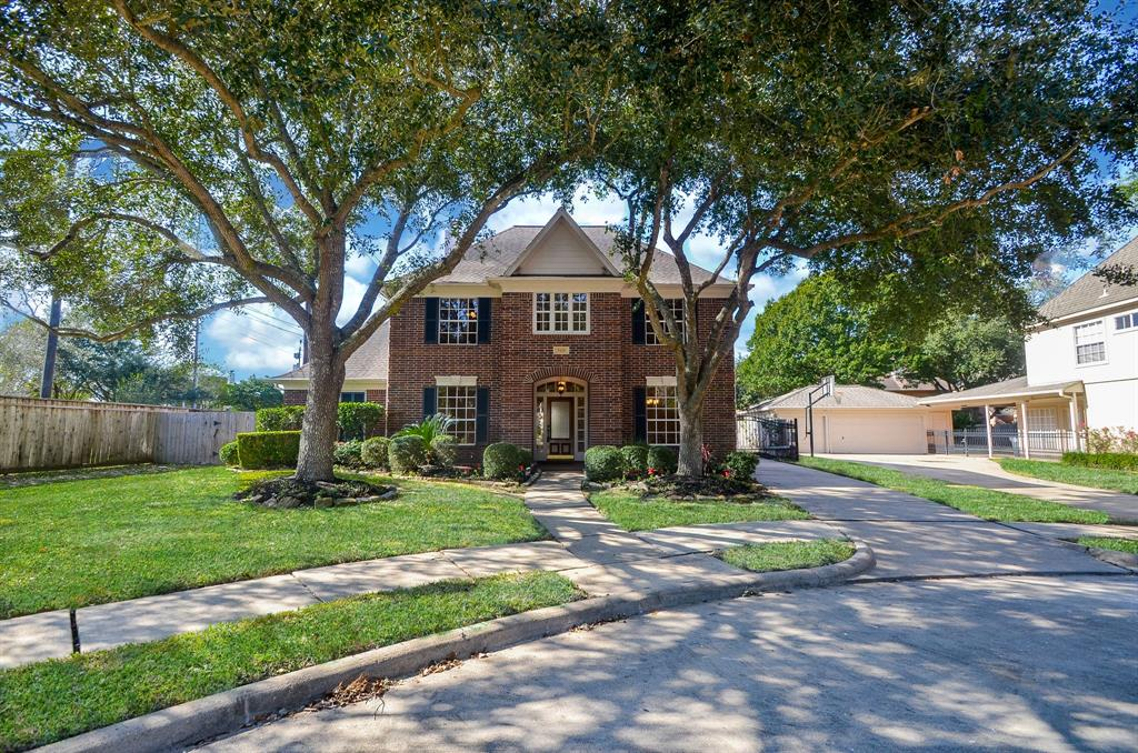 Beautiful 4/3.5 home on tree-shaded Cul-de-sac. Recent kitchen & master bath. Covered patio w/gorgeous pool. All lights updated. Freshly painted, Granite in kitchen & all baths. Engineered wood floors.  A beautiful, beautiful home ready to move into and make it home.