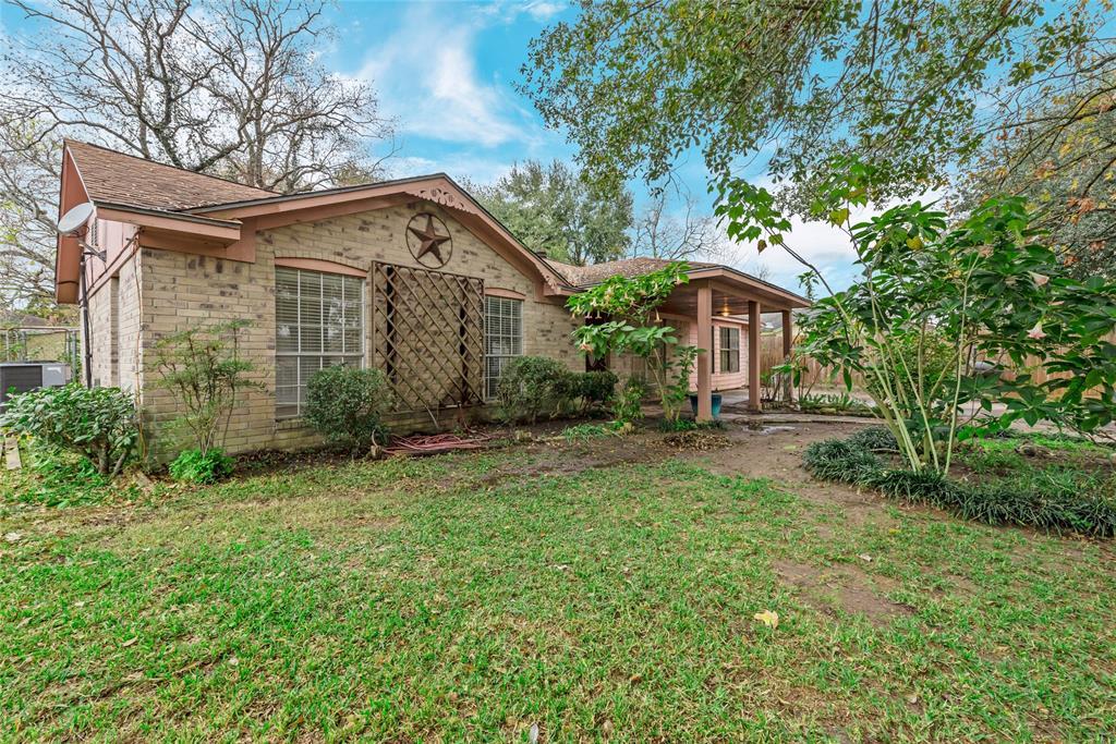 8607 Fern Circle, Highlands, TX 77562