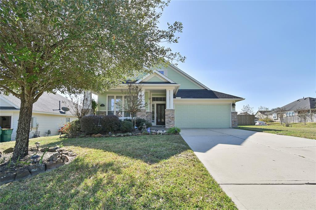 Beautiful 3 bed 2 bath home. Very clean, fresh paint, updated wood/tile flooring, with updated fixtures. This home has a great backyard that and is perfect for entertaining. Priced to move fast, this property will not last long! DON'Y HAVE A REALTOR? CALL 832-981-5941 TO SCHEDULE A SELF SHOWING.