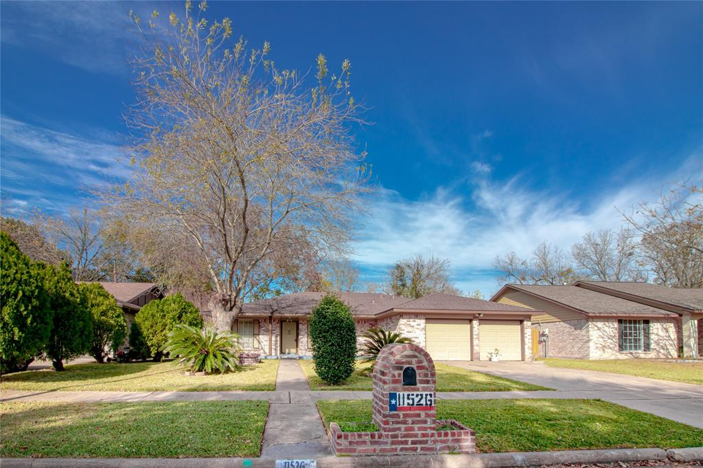 Minutes from Fwy 59 and Beltway 8 .LOCATION, LOCATION!! 3 bedrooms 2 bath . 2 living rooms plus dining and breakfast area . Granite in kitchen and both bathrooms . No carpet, title all over the house. A peaceful and big backyard. Elementary and Intermediate School at a walking distance.