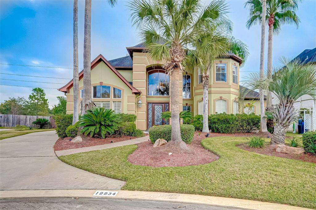 A Resort Style Living in Katy !  Beautiful home in a luxurious neighborhood of Lakes of Buckingham. Huge secondary and master bedrooms, formal living with butler's pantry, mini bar area upstairs, private pool, no back neighbors, new A/C units. Neighborhood has another pool and tennis courts and above all its a guard gated community.