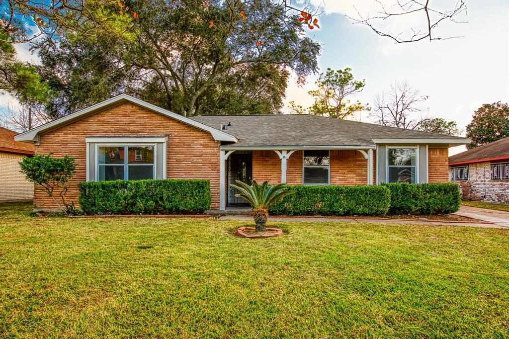 A BEAUTIFUL home with a desirable layout.  This recently remodeled 3 bedroom, 2 bathroom home will give you 1,655 sq. ft. of space with BEAUTIFUL finishes and a fresh color scheme. This home features a gourmet kitchen with granite counter tops, tile, and top of the line laminate floors throughout the house.  Schedule your private showing today, you will not be disappointed!