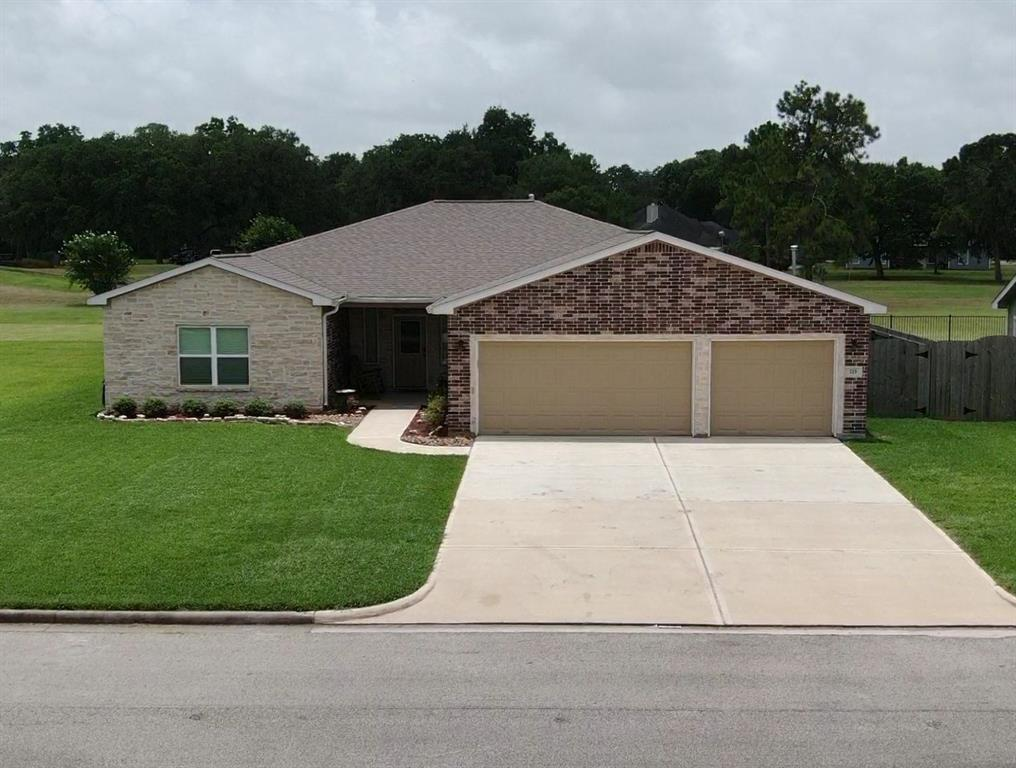 215 Mossy Meadow Drive, West Columbia, TX 77486