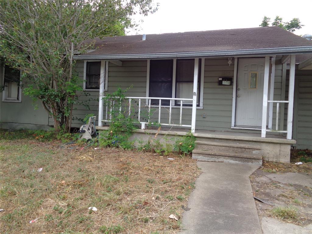 1805 E Crestwood Drive, Victoria, TX 77901