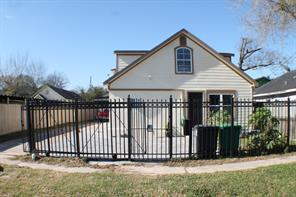 911 wooding street, houston, TX 77011