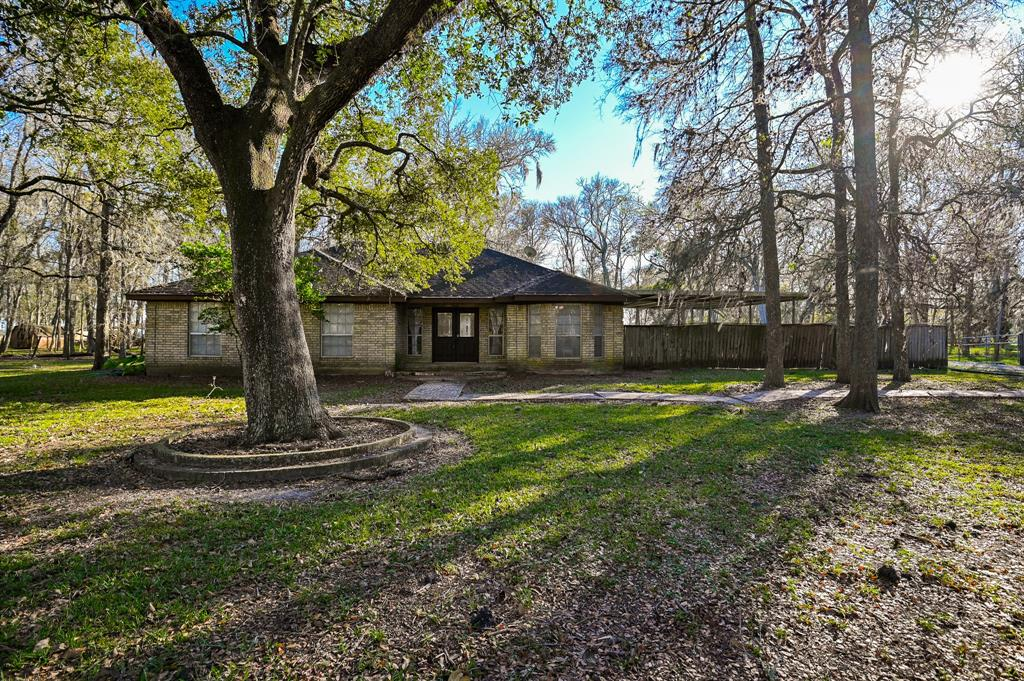 21003 Pecan Bend Road, Damon, TX 77430