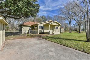 211 N Texas Avenue, Holiday Lakes, TX 77515