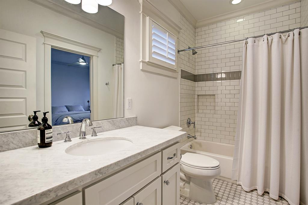 The secondary bedrooms share a Jack & Jill bath with a tub/shower combo.  More timeless finishes!