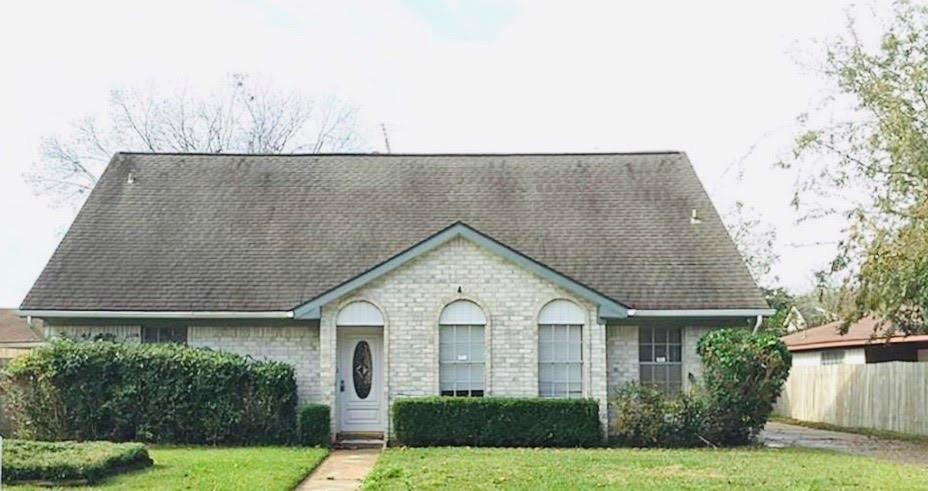 POOL! CURRENTLY RENTED AT $1,540 THRU 8/31/2020 AND HAS NOT FLOODED. SPACIOUS 4 BEDROOM HOME WITH SPARKLING POOL, GRANITE COUNTER TOPS, MASTER BEDROOM DOWNSTAIRS, DETACHED 2 CAR GARAGE, 2 CAR COVERED CARPORT, COVERED BREEZEWAY AND ALIEF SCHOOL DISTRICT.