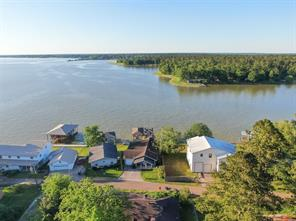 446 Lake Livingston Drive, Livingston, TX 77351