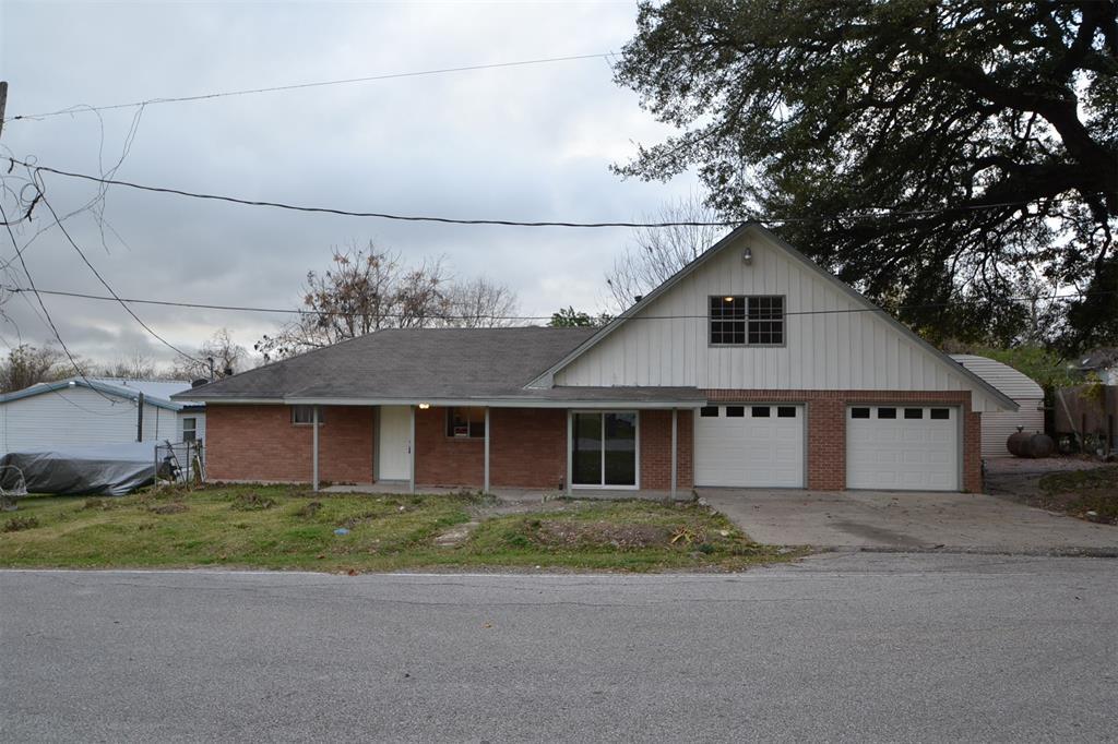 110 S 9th Street, Highlands, TX 77562