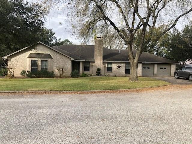 2911 Hutchins Lane, El Campo, TX 77437