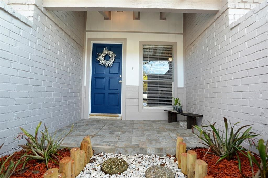Charming Fully Well Updated One Story Home_High Ceiling Living room_3 bedrooms and 2 full bathroom_New Roof with Transfer  Warranty _New A/C & Heater_ Attached 2 car garage with new Opener_Installed new insulation in the whole attic_Granite Kitchen counter top and fancy light fixtures_New dishwasher_New Paint  for In ,out and entry door_and  Accent Stone wall Fire-place_New Light fixtures_New mirrors_ New Sink bowls in bathrooms_New backsplashes and New tile floors and New Laminate floors_Separe Dining room and family room_Each bathrooms have new tile and accent deco ceramics in wall_Flower beds in front and back yard/ patio deck _Convenient to nearby shopping, schools, dining and entertainment_Never flooded!! _Must see and make an offer!!!