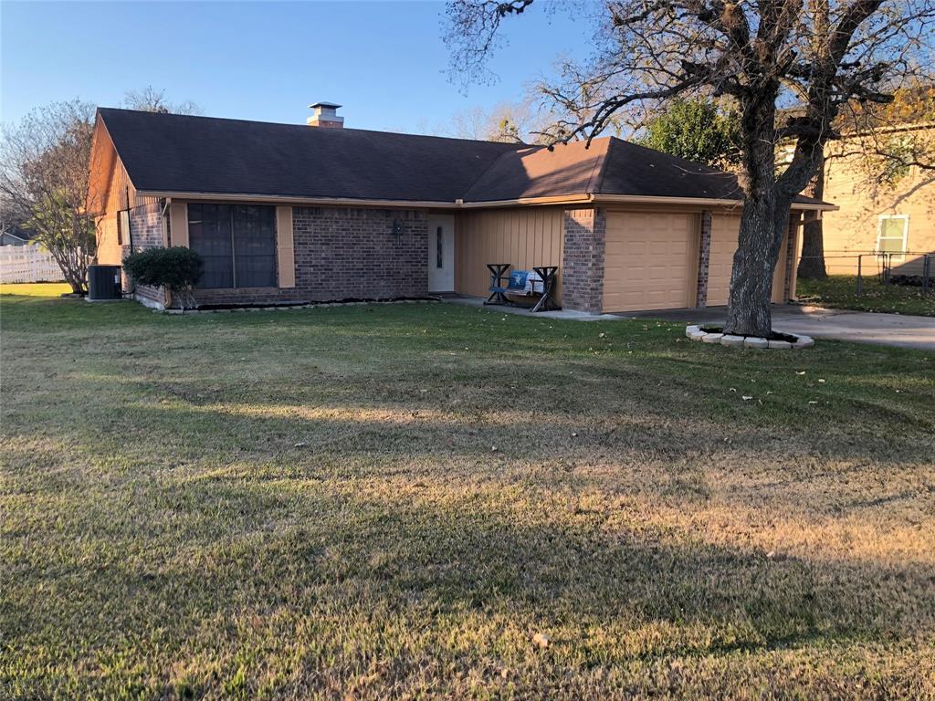 511 North Street, Yoakum, TX 77995