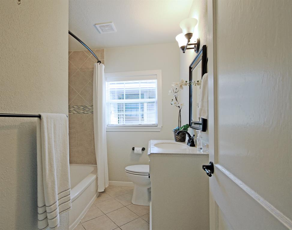 Additional full bathroom with linen storage