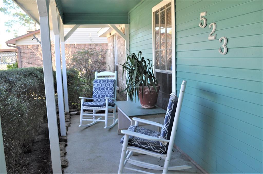 523 Highland Woods Drive, Highlands, TX 77562