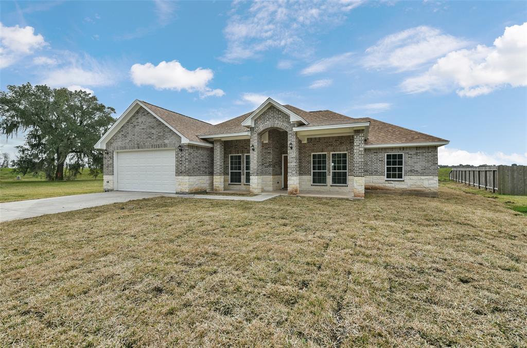 257 Twin Lakes Boulevard, West Columbia, TX 77486