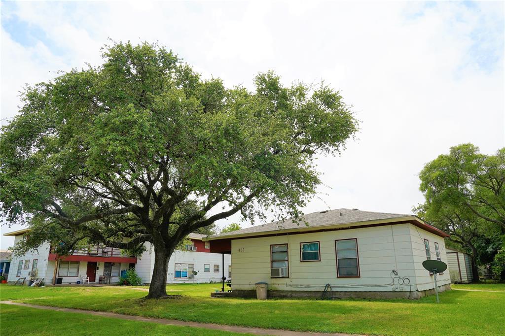 423 3rd Avenue 12, Texas City, TX 77590
