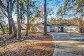 111 Artesian Oaks, Conroe TX 77304