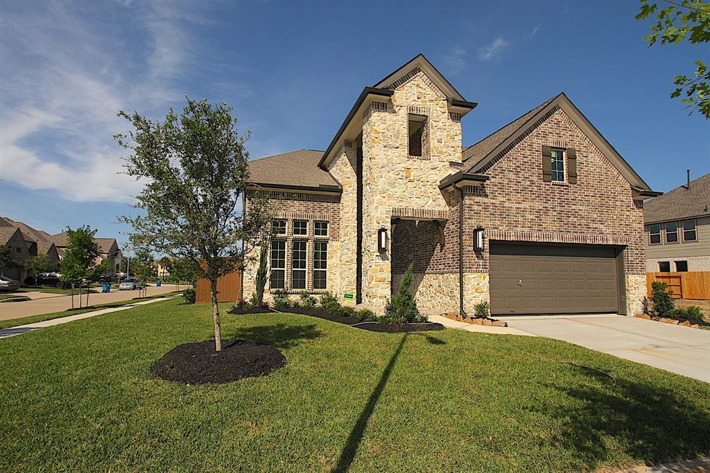 521 Pedernales Street, Webster, TX 77598