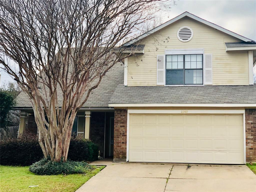 2202 Woodland Oaks Drive, Arlington, TX 76013
