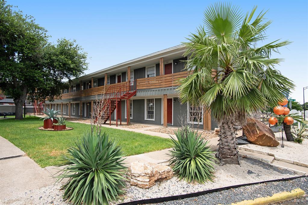 3300 S College Avenue C2, Bryan, TX 77801
