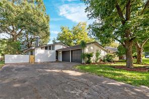 408 leonard street, angleton, TX 77515